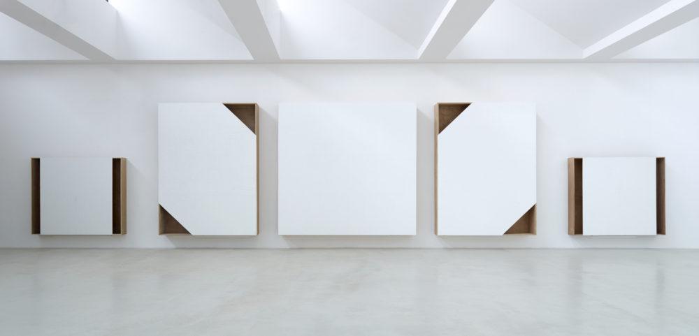 installation view Axel Vervoordt Gallery