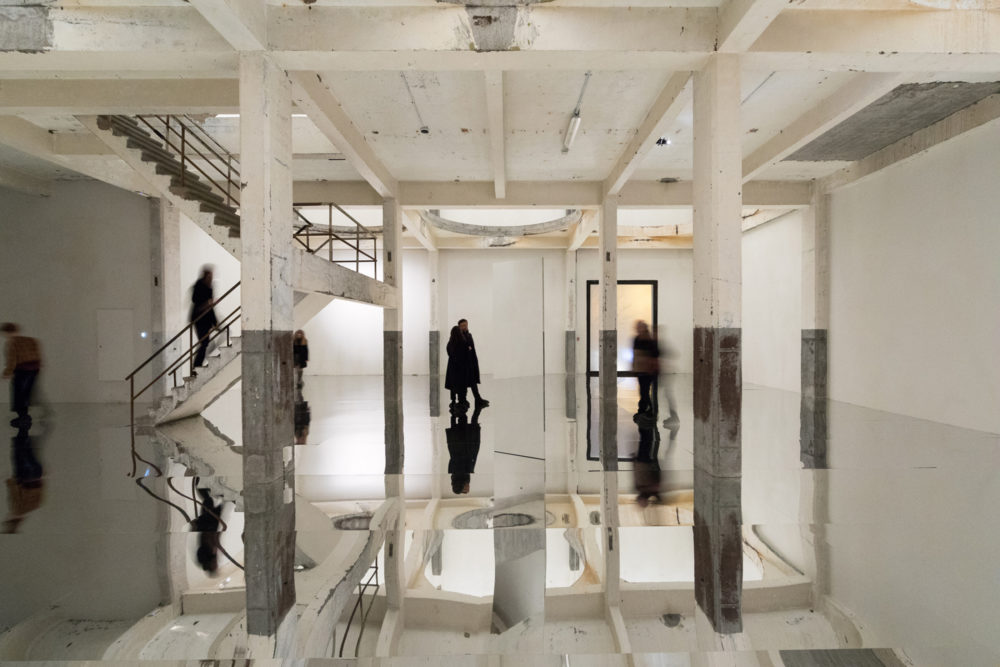 Installation view of Kimsooja's exhibition at Kanaal (2018)
