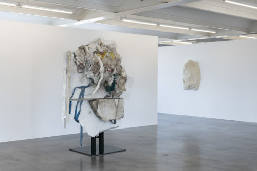 Exhibition view: Nich Geheuer. Kunstmuseum Reutlingen / konkret, 2021, I am the Tablet #1 and Mute Witness #9