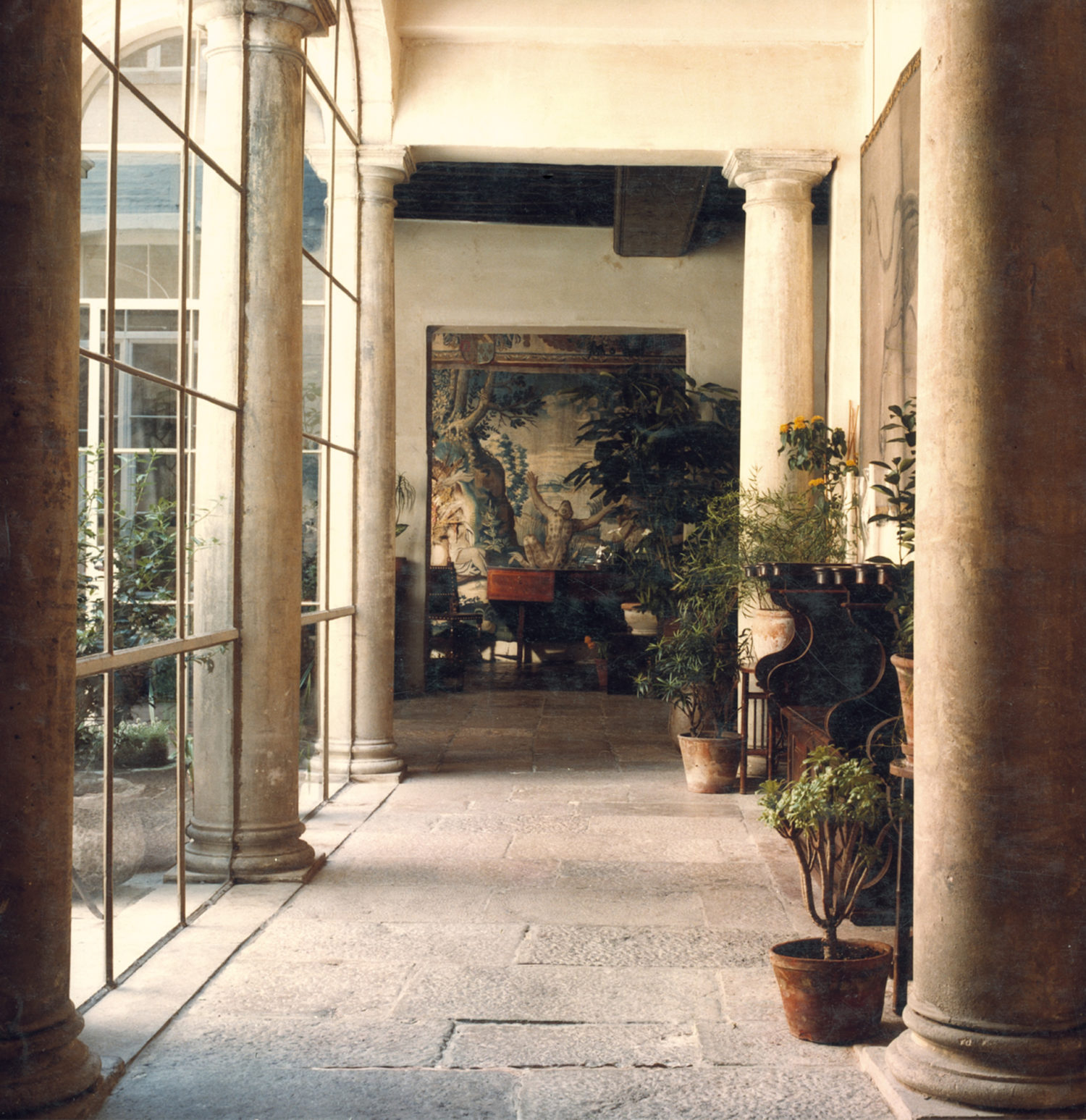 Interior view of room in the Vlaeykensgang with a central passage leading to a tapestry