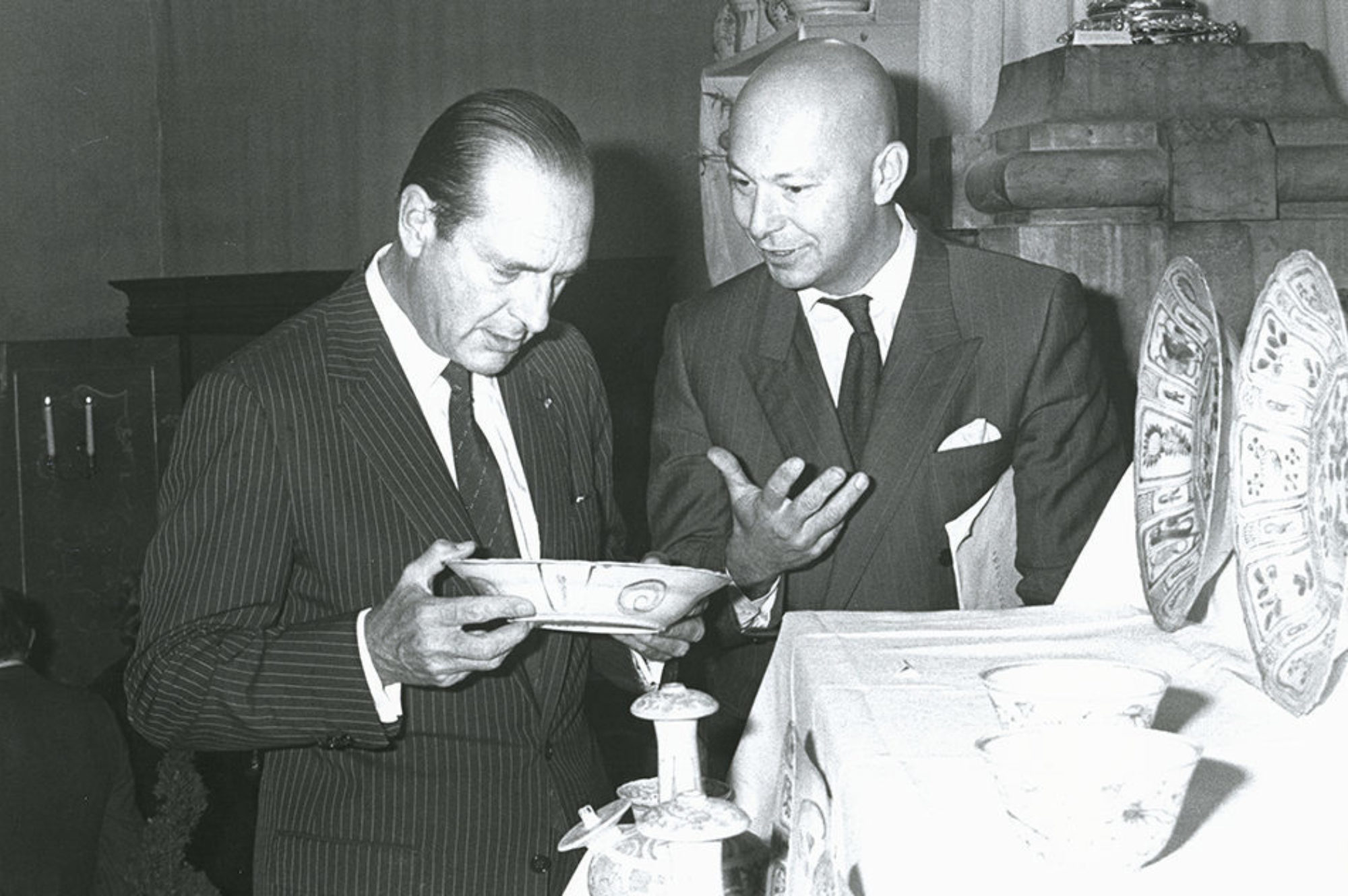 Jacques Chirac and Axel Vervoordt discussing the Hatcher Cargo at the 1984 Biennale des Antiquaires